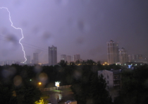 Непогода в столице: из-за сильного ветра несколько поездов застряли под Москвой