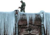Новосибирск расчищают от зимнего панциря