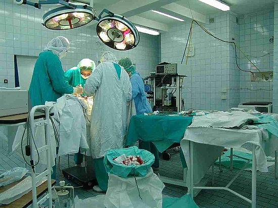 Сиамской близняшке изНовосибирска стало хуже после операции поразделению