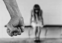 Житель Подмосковья на протяжении года насиловал падчерицу