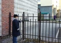 На территории Челюскинского жилмассива разгорелся территориальный конфликт